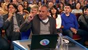 Николай Фоменко в жюри КВН 2014 г ставит оценку единица пальцем