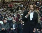 Эрнст на финале КВН 1999 г, на заднем плане премьер министр Путин